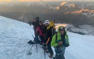 elbrus-group-climb